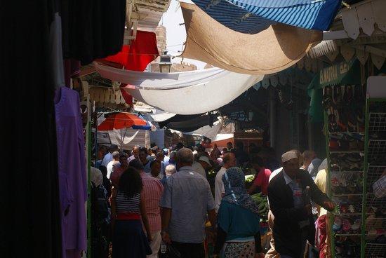 Medina : main street.
