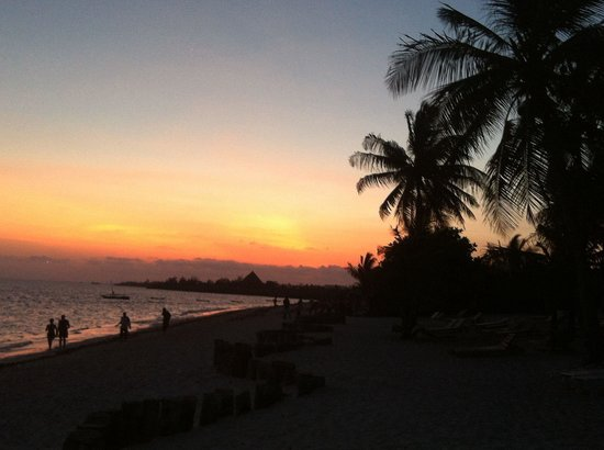 Jacaranda Beach Resort : Tramonto...