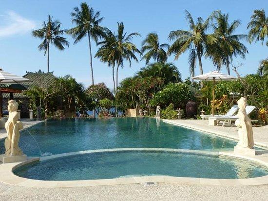 Poinciana Oceanside Resort & Retreat Centre: Gepflegter Pool