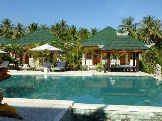 Poinciana Oceanside Resort & Retreat Centre: Hauptpool mit neuen Bungalows