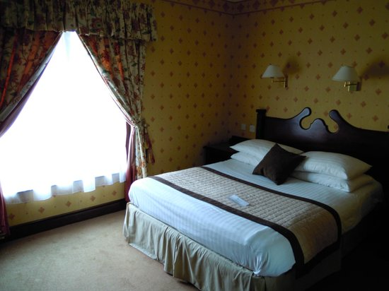 The Oakwood Hotel: Room