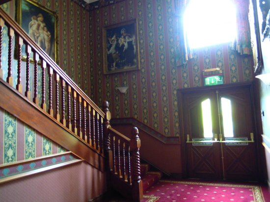 Treacys Oakwood Hotel: Stairs