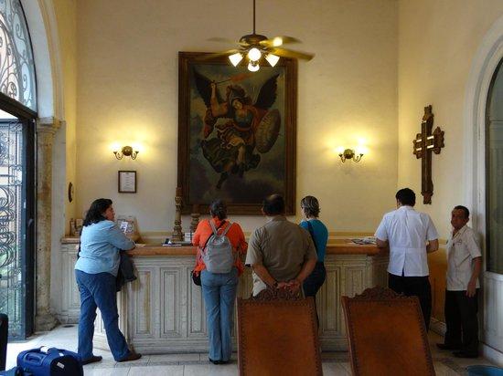 La Mision de Fray Diego: En la recepción continuando con la espera.
