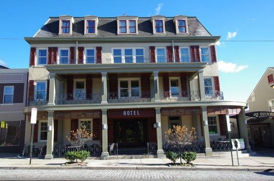 Chestnut Hill Hotel - Front Entrance