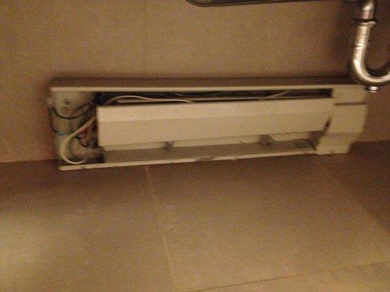 Parker New York: Elektrik unter dem Handwaschbecken