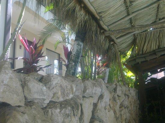 Hotel Coco Beach & Casino: habitaciones junto al bar