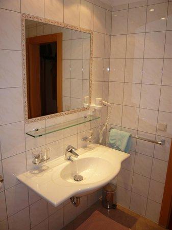 Hotel Garni Ehrenreich: Bathroom
