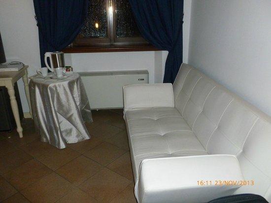 Residenza La Villa : altra parte della stanza