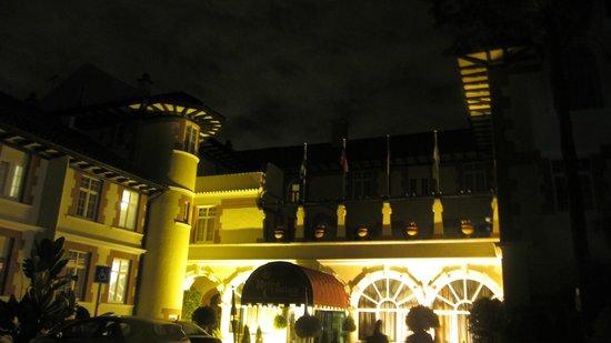 Globales Reina Cristina: Vista nocturna