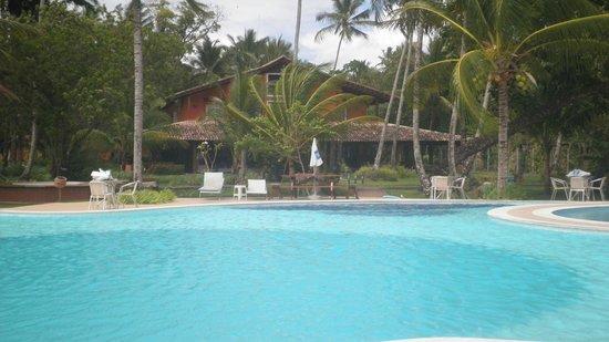 Karapitangui Praia Hotel: Piscina- Vista do Casarão ao fundo;