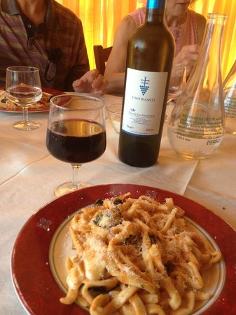 Pleasant Travel - Day Tours: Homemade pasta and wine.  It just doesn't get much better than that!