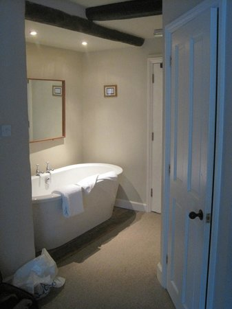 The White Hart Stow : The big bath in Stag