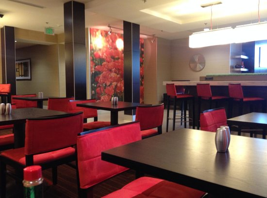 Courtyard Los Angeles Century City/Beverly Hills: restaurant on 1st floor / seating area