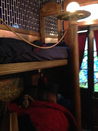 Royal Barracks Guest House: bunk beds
