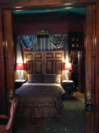 Royal Barracks Guest House : large suite bedroom