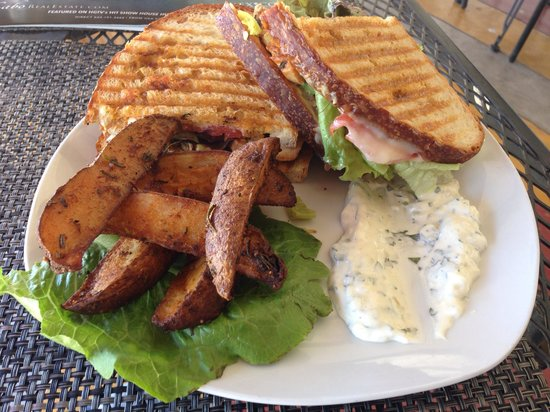 The Cabo Bakery: Chipotle chicken panini