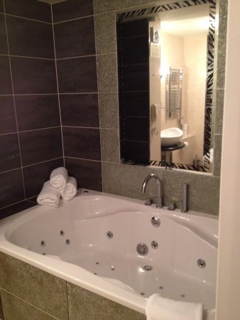 Greenvale Hotel: Jacuzzi in superior room!