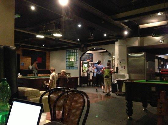 Arsenal Tavern Backpackers: Salas de convivência do hotel