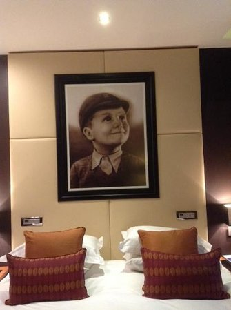Hard Days Night Hotel: artwork above the bed