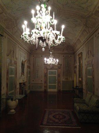 Palazzo Magnani Feroni : hall way to the rooftop terrace