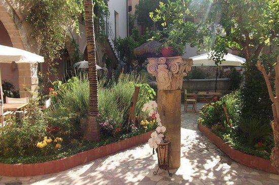 Giardino picture of antica corte delle ninfee dimora - Giardino delle ninfee ...