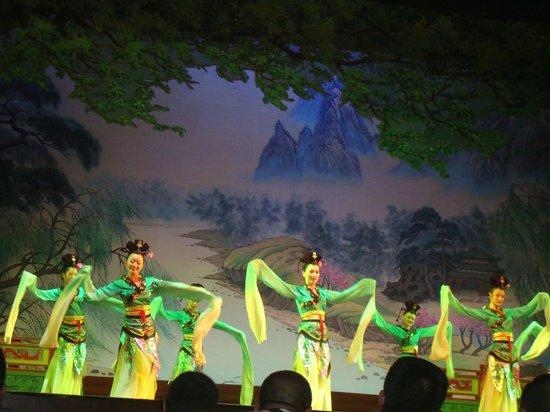 Shaanxi Grand Opera House Xi'an: As mangas longas são as atrações neste ato.