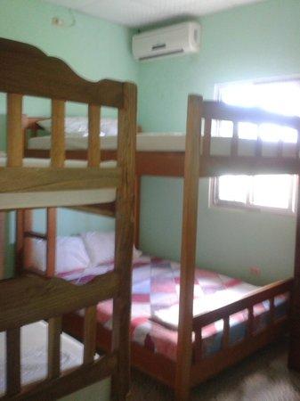 La Playa Hostel : Habitaciones cuadruples