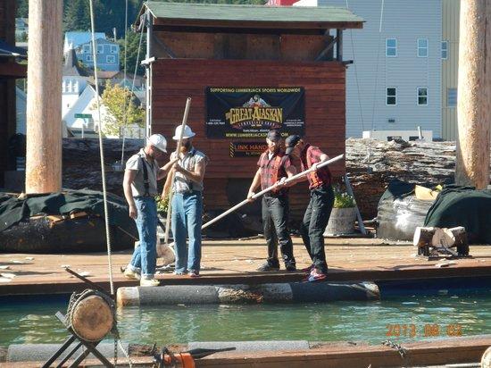 Great Alaskan Lumberjack Show : Lenhadores em ação!