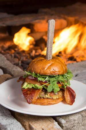 Pappy McGregor's Pub: Burgers by the Fire