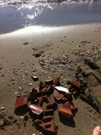 Domotel Agios Nikolaos: Building waste on the beach
