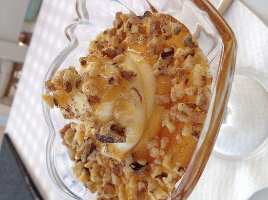 To Ouzeri: Iogurte com mel e nozes, maravilhoso !