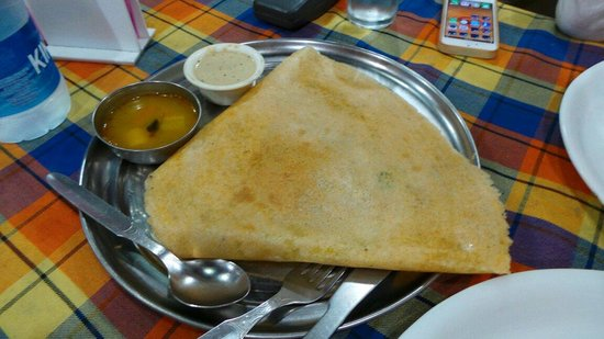 Madras Cafe : So so masala dosa, tasteless coconut chutney and watery bland sambar.  Meh.