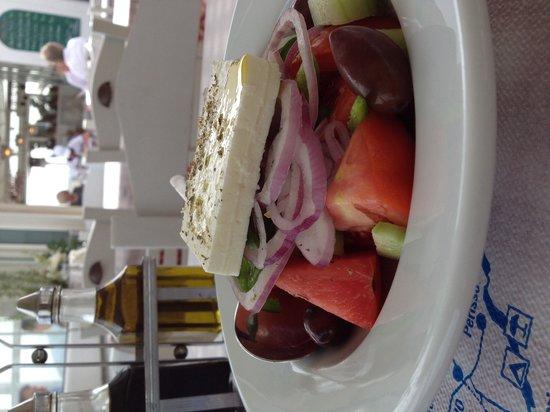 To Ouzeri: Salada grega