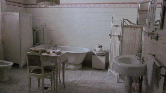 Centro Cultural Braun-Menendez: El baño familiar