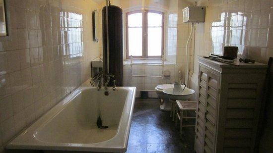 Centro Cultural Braun-Menendez: El baño de los empleados