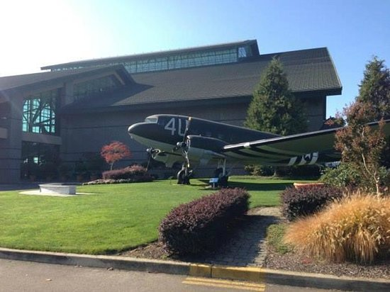Evergreen Aviation & Space Museum: Outside Aviation Building