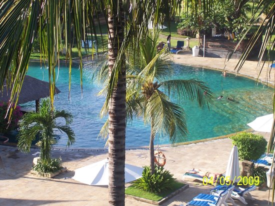 Discovery Kartika Plaza Hotel: The pool area