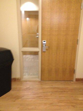 Nullagvik Hotel: hallway door