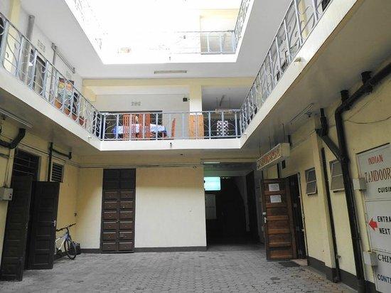 Meru House Inn: внутренний дворик