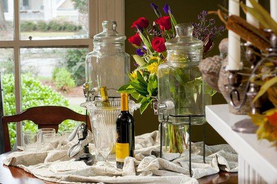 Antebellum Inn: Enjoy afternoon refreshments