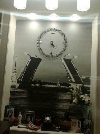 Leningrad Hotel : не хватает часов с Владивостокским временем.