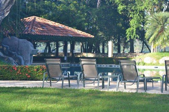 Casa Conde Beach-Front Hotel: Por la picina