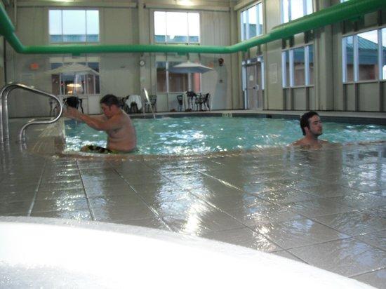 Holiday Inn Hinton: Pool fun