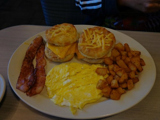 Perkins Restaurant & Bakery: southern fried chicken biscuit platter