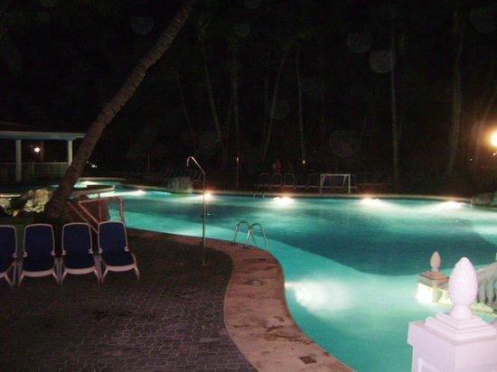 ClubHotel Riu Bambu : LA PICINA POR LA NOCHE
