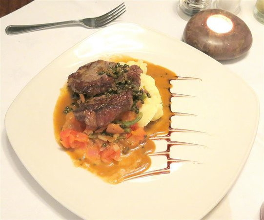 The Slipway : Chargrilled Sirloin Steak served on a tomato and fine bean compote with a vanilla mash and a gre