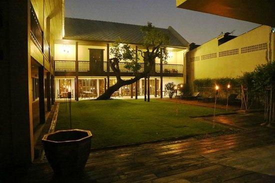 Garden Superior Picture Of Villa Phra Sumen Bangkok