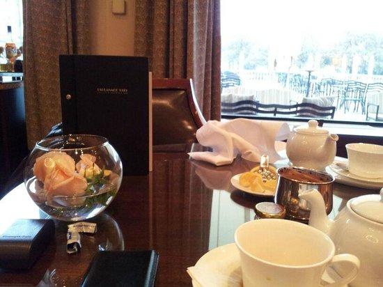 Esplanade Zagreb Hotel: Bar. Servicio de té.