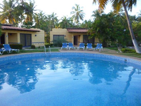 Hesperia Playa El Agua: picina villa confort
