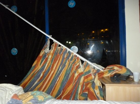 Hesperia Playa El Agua: aqui se cayo la cortina